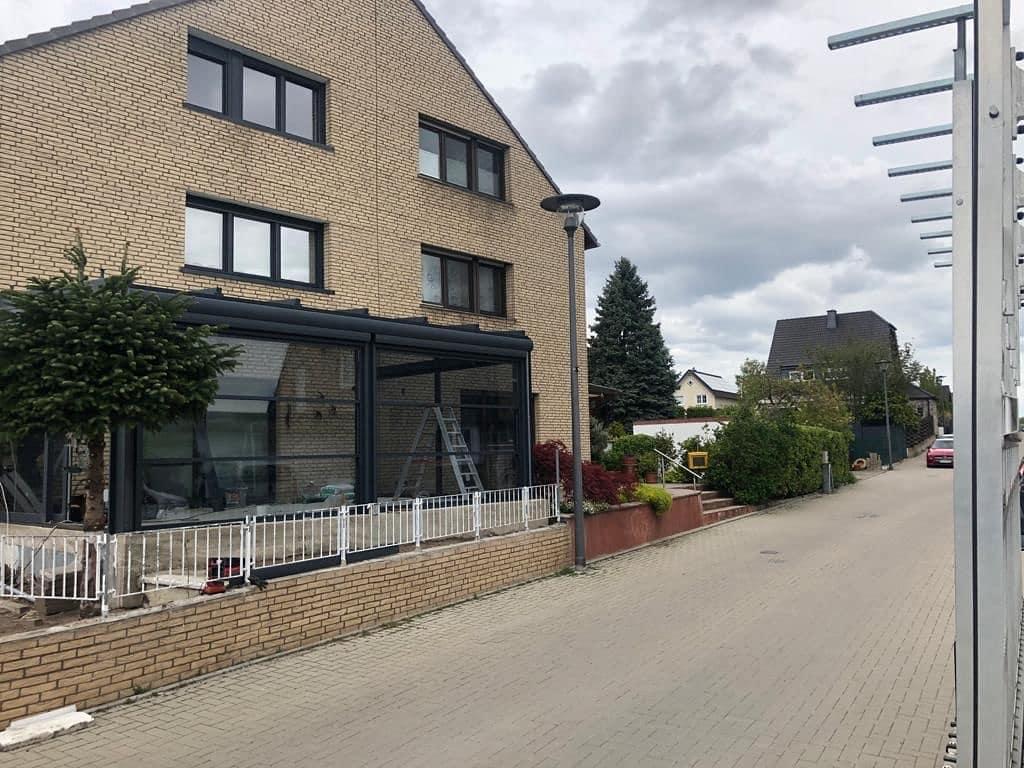 Terrassenüberdachung + Insektenschutz-Rollo + LED - Wintergarten - Referenz aus der Nähe von Köln